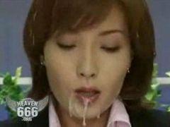 Japanische Pressesprecherin wird angespritzt