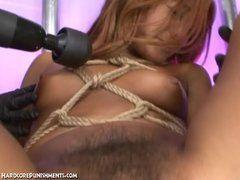 Extremer Bondage Sex mit Sextoys